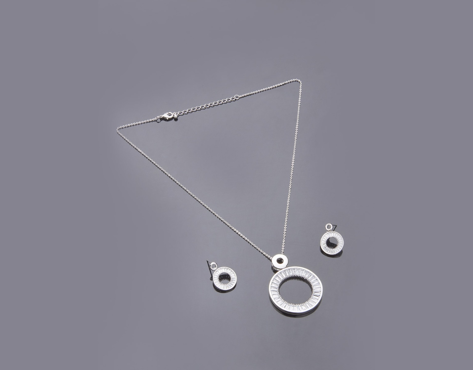 Channel Circle Pendant Set